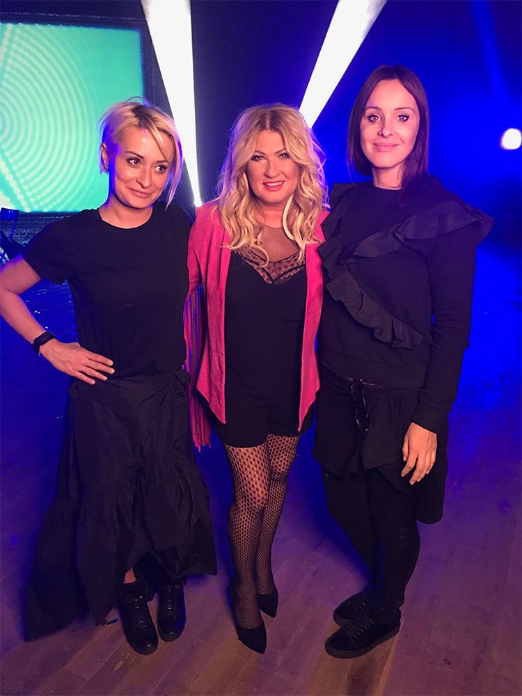 Karolina Śmieszek i Agnieszka Broda na planie teledysku Beaty Kozidrak